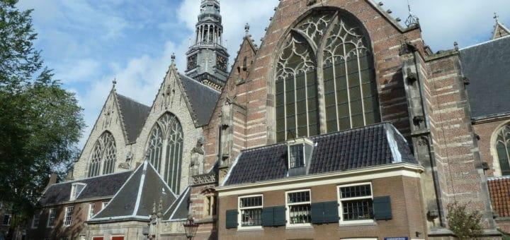 1024px-Amsterdam_OudeKerk.jpg