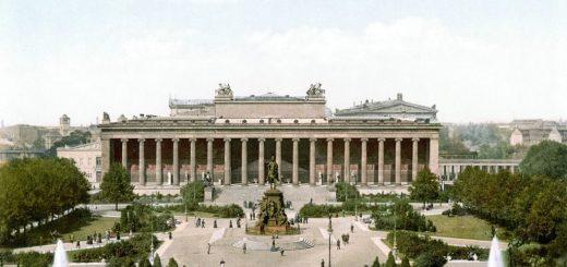 1024px-Berlin_altes_Museum_und_Lustgarten_um_1900.jpg