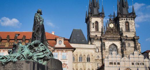 1024px-Jan_Hus_Statue_and_Tyn_Church2C_Old_Town_Square2C_Prague_-_8190.jpg