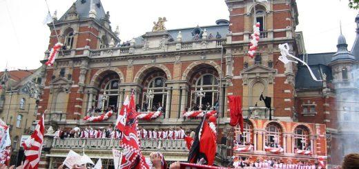 1024px-Kampioenschap_2003-2004-Leidseplein.jpg