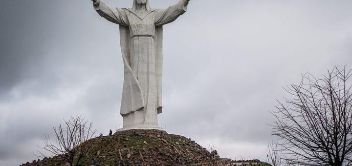 1024px-Pomnik_Chrystusa_KrC3B3la_w_C59Awiebodzinie.jpg