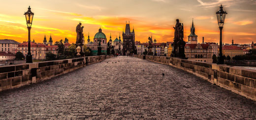 1024px-Prague_sunrise_28809915163329.jpg