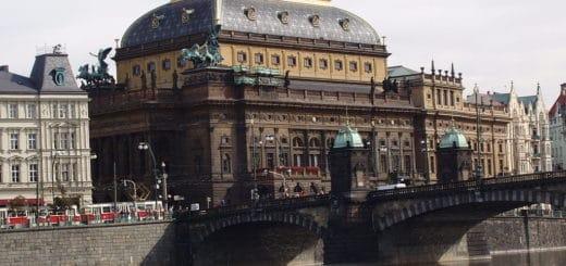 1024px-Praha_2005-09-20_nC3A1rodnC3AD_divadlo.jpg