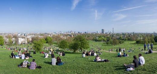 1024px-Primrose_Hill_Panorama2C_London_-_April_2011.jpg