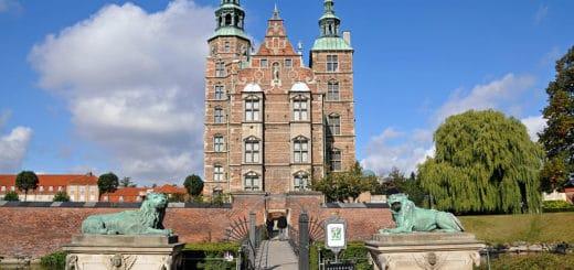 1024px-Rosenborg_Castle_lions.jpg