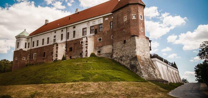 1024px-Sandomierz_zamek.jpg