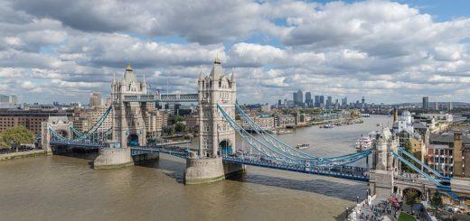 1024px-Tower_Bridge_from_London_City_Hall_2015.jpg