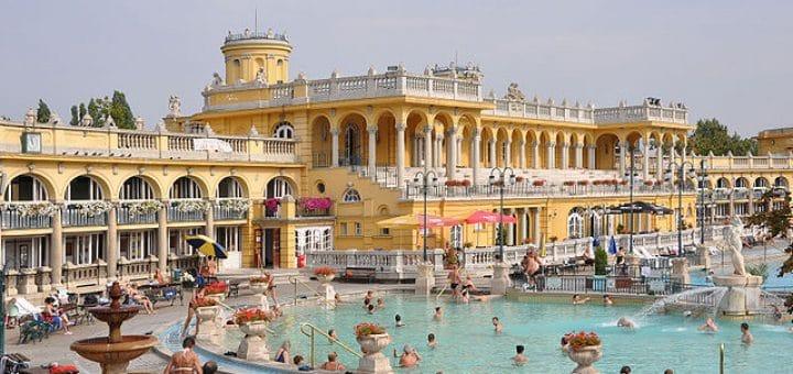 640px-Budapest_Széchenyi_Baths_R01.jpg