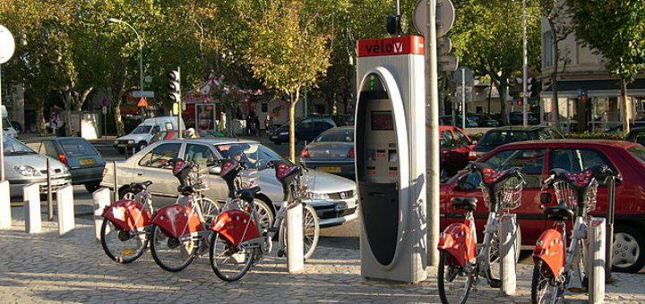 640px-VC3A9lo27v_station_5002_-_Place_des_Compagnons_de_la_chanson.jpg