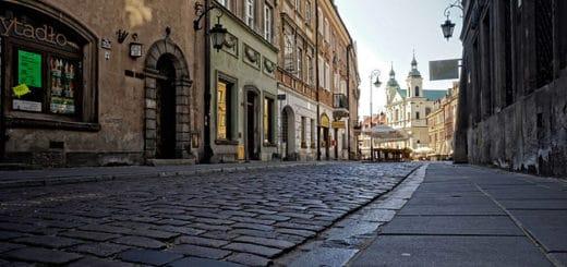 640px-Warszawa_ulica_Freta.jpg