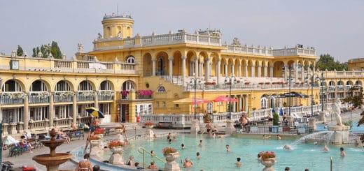 800px-Budapest_SzC3A9chenyi_Baths_R01.jpg