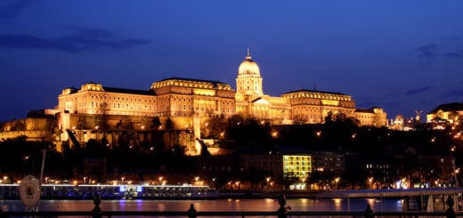 800px-Budapest_castle_night_5.jpg