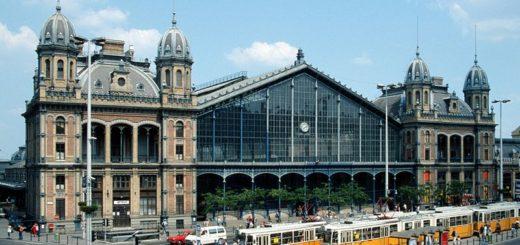 800px-Budapest_nyugati_trams.jpg