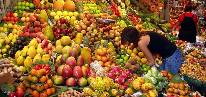 800px-Fruit_Stall_in_Barcelona_Market.jpg