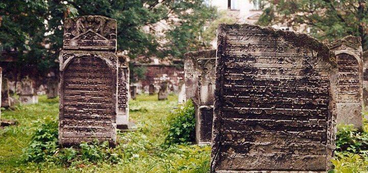 800px-KrakC3B3w2C_Cmentarz_Remuh_-_Stary_cmentarz_C5BCydowski_-_fotopolska.eu_2815751629.jpg