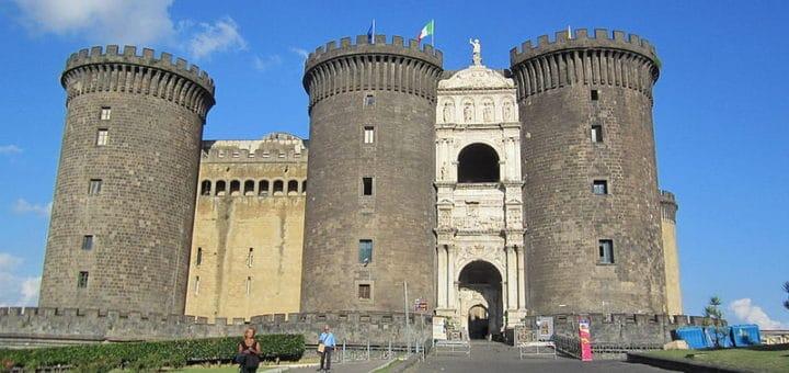 800px-Napoli_-_Maschio_Angioino.jpg