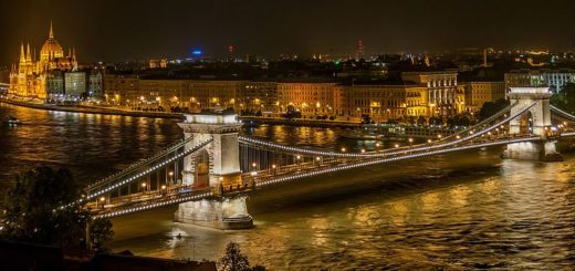 800px-SzC3A9chenyi_Chain_Bridge_in_Budapest_at_night.jpg
