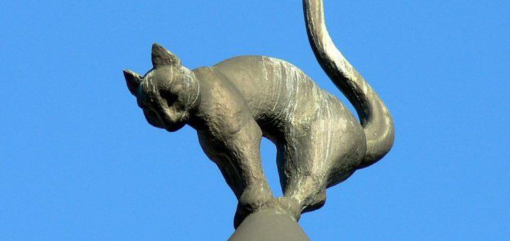 961px-Latvia_Riga_Cat_House_rooftop.jpg