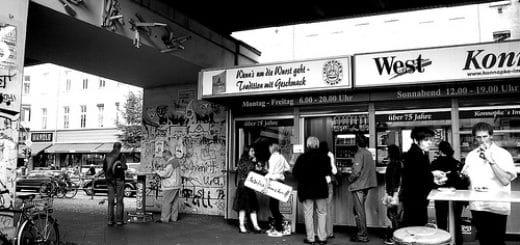 Konnopke Imbiss sous le métro aérien - Photo de Delio@Flickr