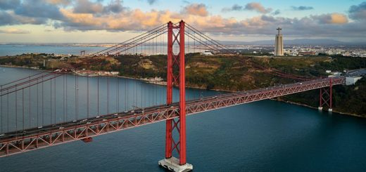 1023px-25_de_Abril_Bridge_283621170445329.jpg