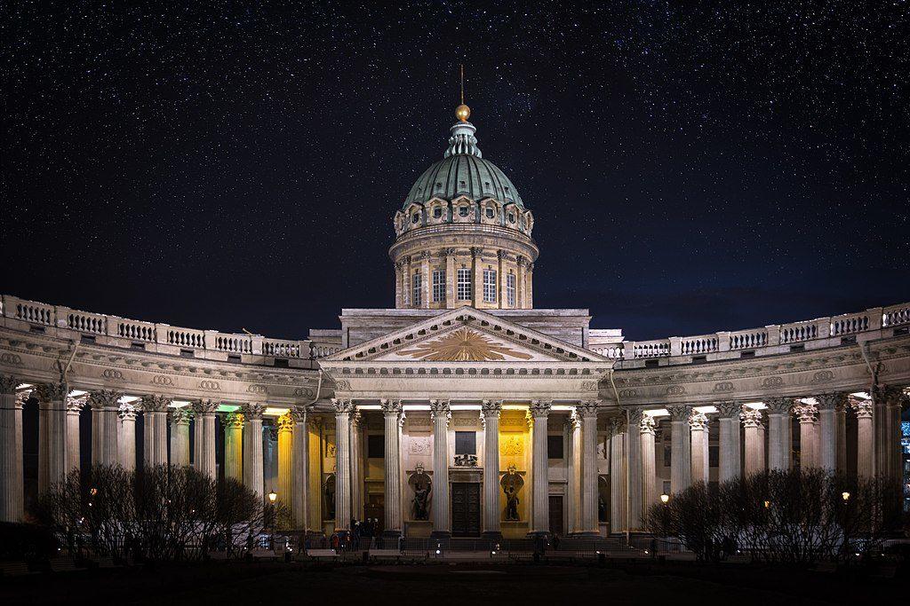 Façade de la Cathédrale de Kazan à Saint Petersbourg la nuit tombée - Photo de Tony kuzmin