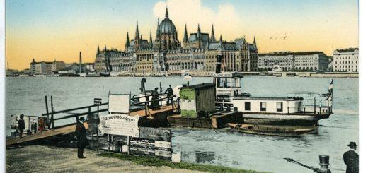 1024px-08704-Budapest-1907-Parlament_mit_DonaufC3A4hre-BrC3BCck_26_Sohn_Kunstverlag.jpg