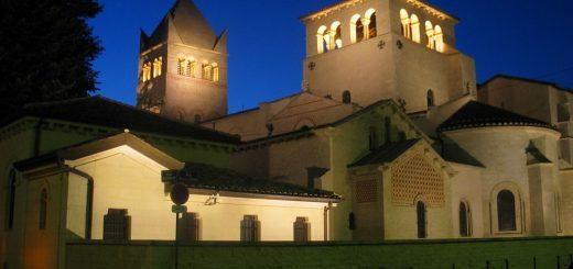 1024px-Abbaye_Ainay_Lyon.jpg