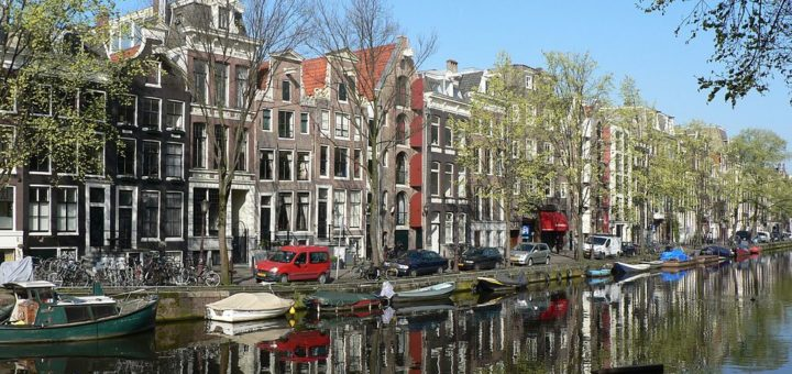 1024px-Amsterdam_052006.jpg