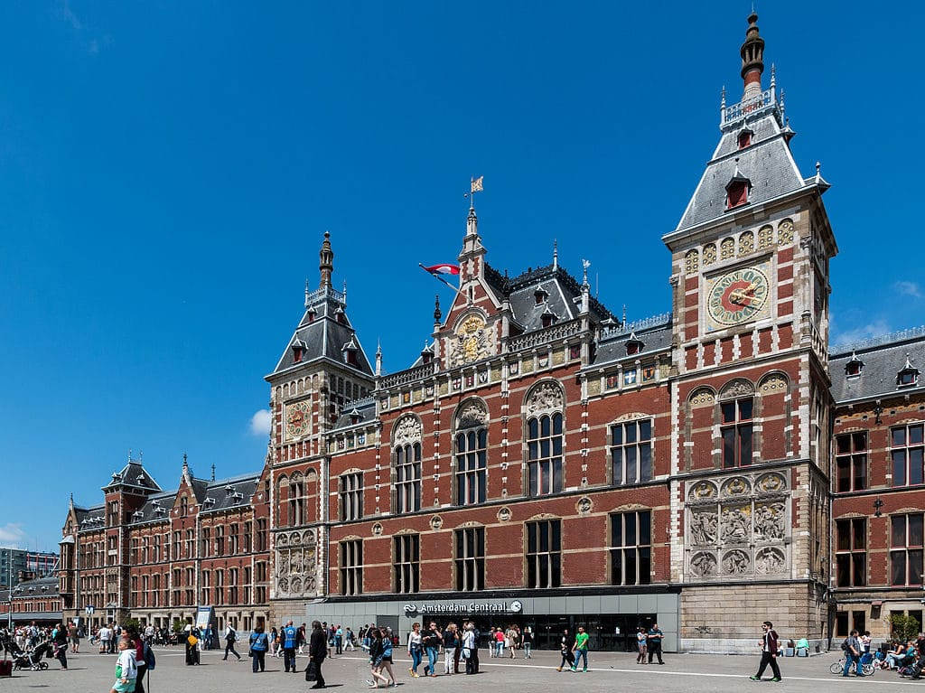 Centraal Station, gare centrale d'Amsterdam.