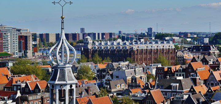 1024px-Amsterdam_Oude_Kerk_Blick_vom_Turm_auf_den_Vierungsturm_1.jpg