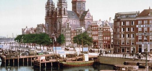 1024px-Amsterdam_St_Nicolaaskerk_1900.jpg