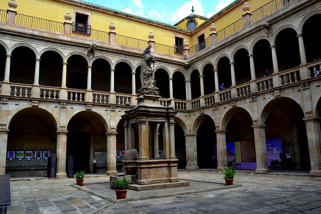 Ancien hopital gothique Santa Creu à Barcelone [Raval]