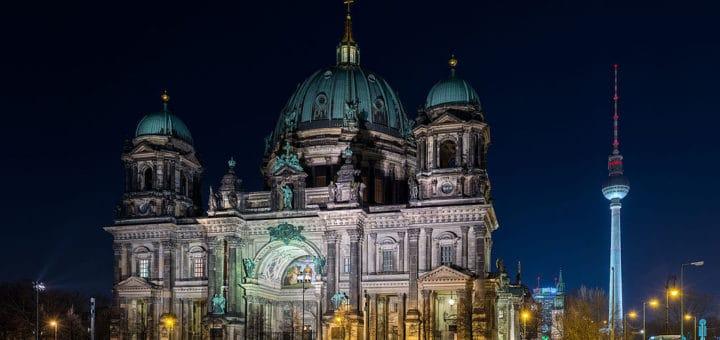 1024px-Berliner_Dom2C_Nacht2C_1603162C_ako.jpg