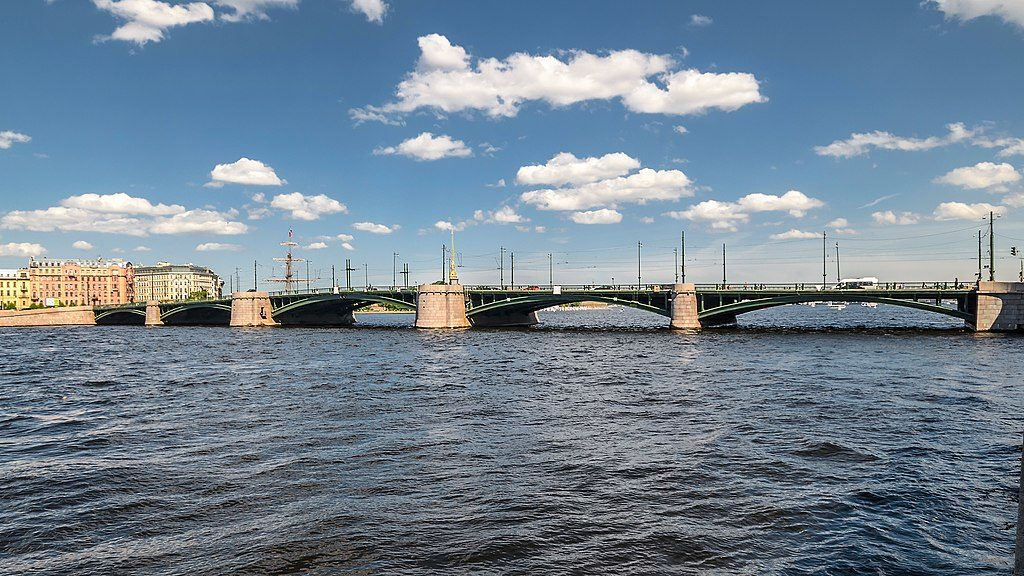 Pont Birzhevoy à Saint Petersbourg - Photo d'Alex Florstein Fedorov / Wiki Commons