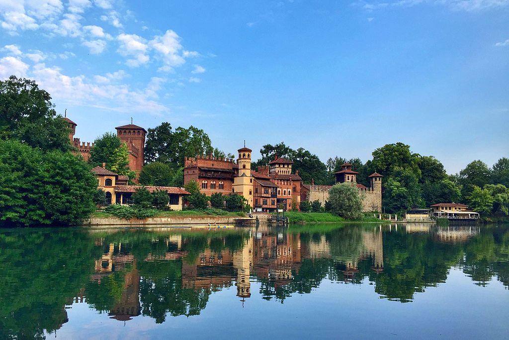 Borgo medievale à Turin, forteresse medievale du Piémont [San Salvario]