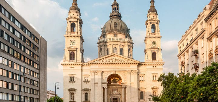 1024px-Budapest_church.jpg