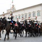 1024px-Cambio_della_guardia_al_Palazzo_del_Quirinale_-_Festa_del_tricolore_del_7_gennaio_2016.jpg