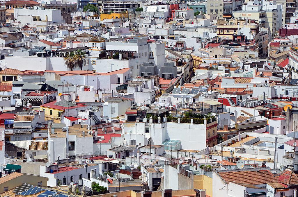 Vue sur les toits de Santa Cruz dans la Vieille Ville de Séville.