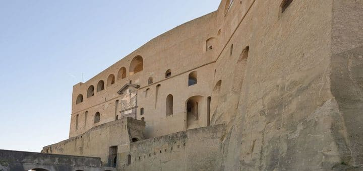 1024px-Castel_Sant_Elmo_Napoli_lato_ingresso.jpg