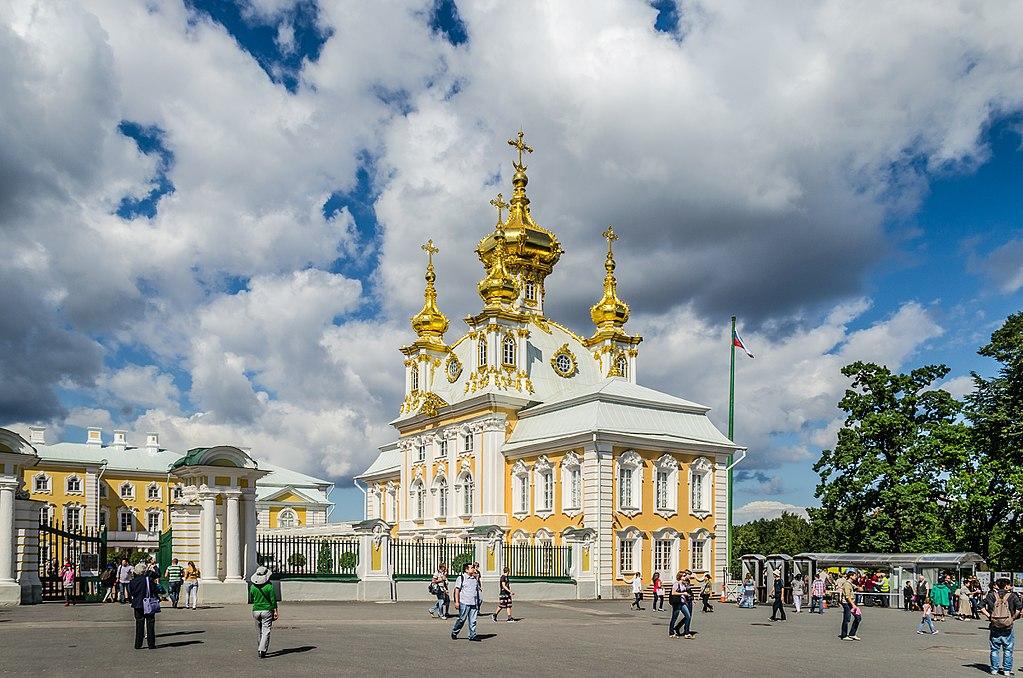 Eglise de Grand Peterhof dans le Palais près de Saint Petersbourg. Photo d'Alex Fedorov, Wikimedia Commons
