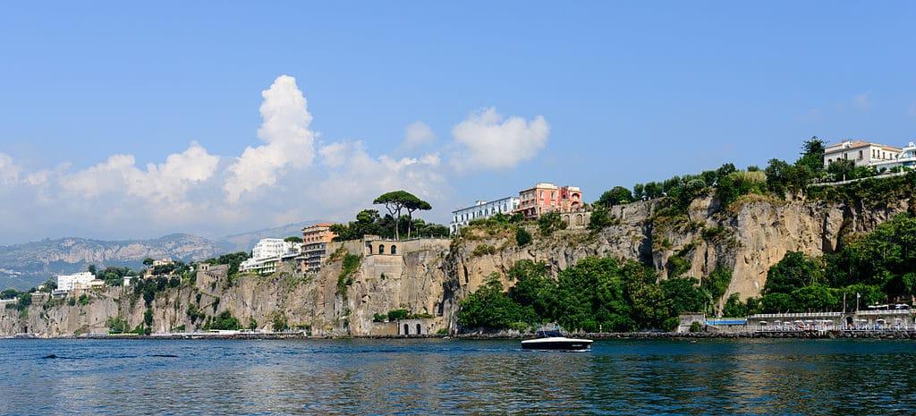 Les falaises de Sorrente au dessus de la baie de Naples - Photo de Norbert Nagel