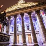 1024px-Gallery_of_Modern_Art_28GoMA29_and_Duke_of_Wellington_Traffic_Cone2C_Glasgow2C_Scotland_12281772004.jpg