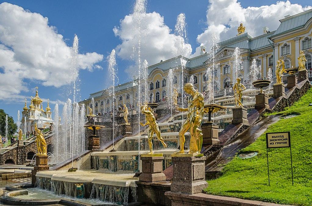 Grande Cascade au Palais de Peterhof près de Saint Petersbourg - Photo d'Alex Fedorov, Wikimedia Commons