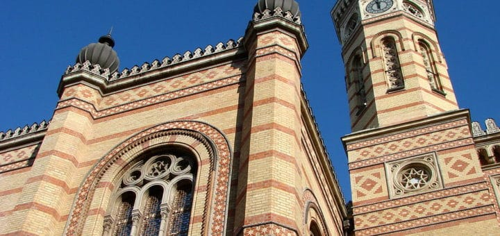 1024px-Great_Synagogue_-_Facade_-_Pest_Side_-_Budapest_-_Hungary.jpg