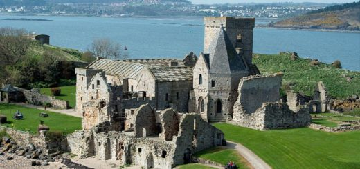 1024px-Inchcolm_Abbey2C_Inchcolm2C_Firth_of_Forth2C_Scotland-9April2011.jpg