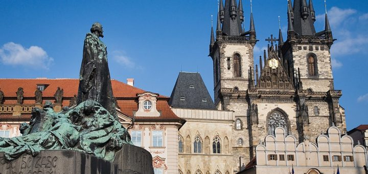 1024px-Jan_Hus_Statue_and_Tyn_Church2C_Old_Town_Square2C_Prague_-_8190.jpg