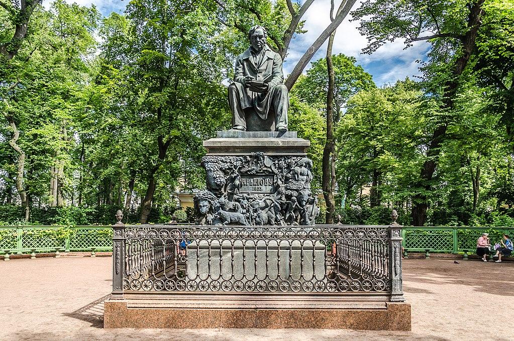 Statue du célèbre auteur de fables Krylov dans le Jardin d'été de Saint Petersbourg - Photo d'Alex Florstein Fedorov / Wiki Commons