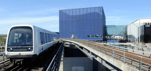 1024px-M1_Metro_arrives_at_DR_Byen_station_in_Copenhagen_Denmark.png