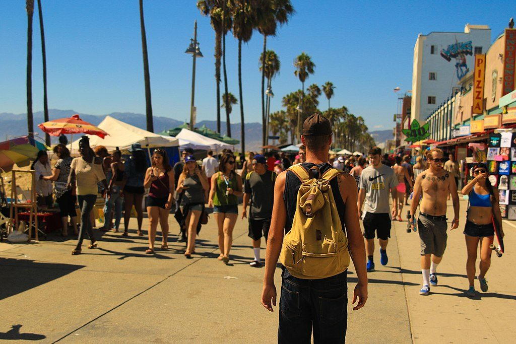 Balade le long du boardwalk de Venice Beach à Los Angeles - Photo de Sean Stratton