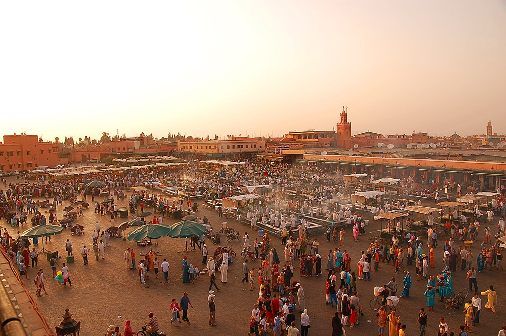 Vue panoramique sur la place Jemaa el Fna à Marrakech - Photo de Luc Viatour